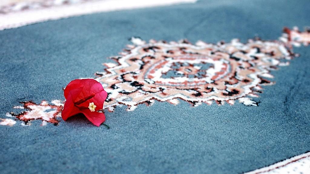 طرح فرش سجاده با نقش های بهشتی